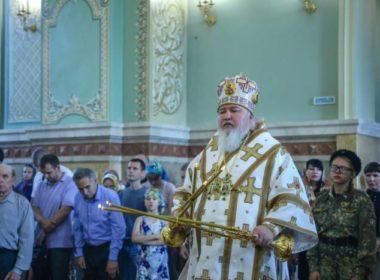 В Неделю 3-ю по Пятидесятнице правящий архиерей совершил Литургию в кафедральном соборе