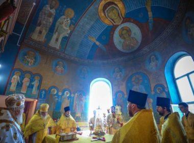 Митрополит Кирилл совершил Литургию в храме Всех святых, в земле Русской просиявших г. Михайловска
