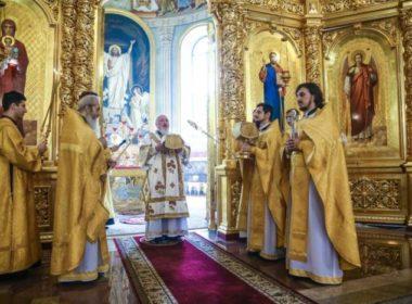 В Неделю 5-ю по Пятидесятнице правящий архиерей возглавил Литургию в кафедральном соборе