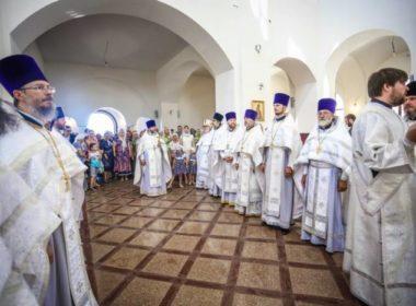 Первую Божественную литургиюсовершили в храмеравноапостольного князя Владимира