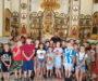 Священник провел экскурсию в храме для школьников