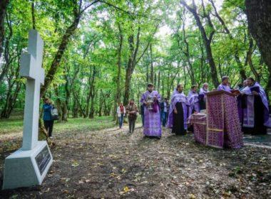Поклонный крест освятили в цитадели Татарского городища