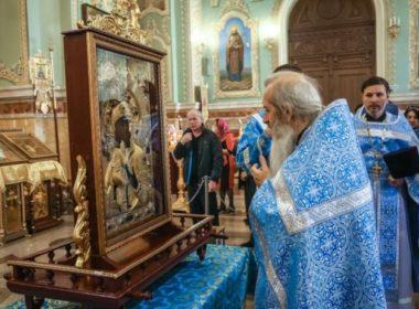 В Казанском кафедральном соборе встретили чудотворную Феодоровскую икону Божией Матери