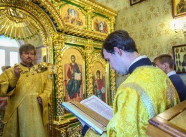 В домовом храме семинарии совершили Божественную литургию