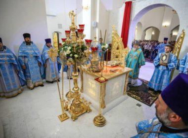 В праздник Иверской иконы Божией Матери митрополит Кирилл совершил Литургию в соборе святого равноапостольного князя Владимира