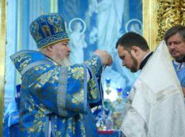 Митрополит Кирилл совершилЛитургию в праздник Введения во храм Пресвятой Богородицы
