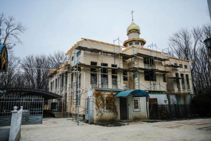 Митрополит Кирилл ознакомился с ходом строительства нового здания Успенской православной гимназии