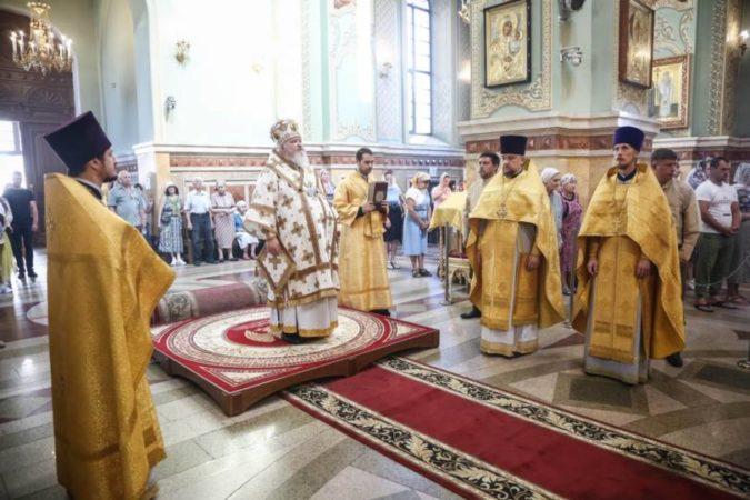 Митрополит Кирилл совершил Божественную литургию в Казанском соборе