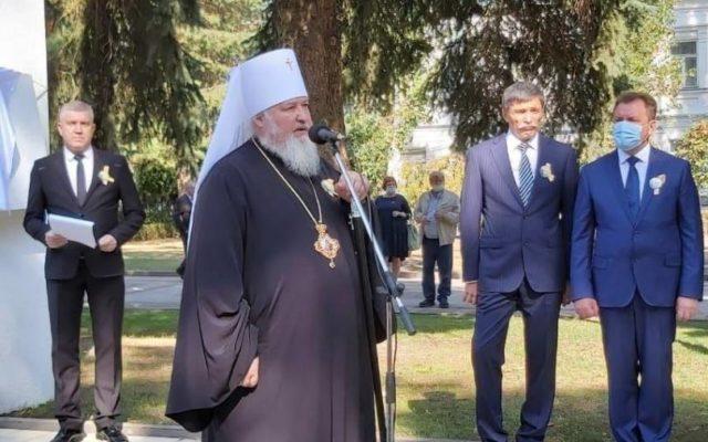 В день города митрополит Кирилл принял участие в праздничных мероприятиях на Аллее почетных граждан Ставрополя