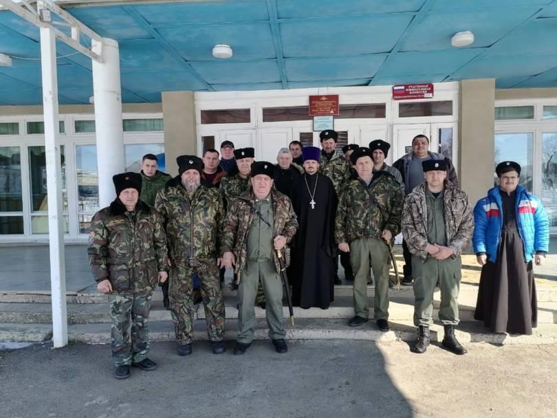 Священник благословил работу казачьего круга