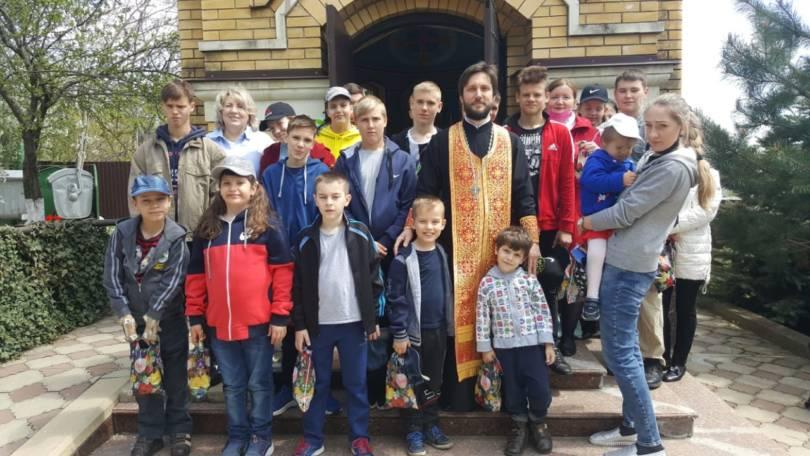 Воспитанники детского дома получили пасхальные подарки