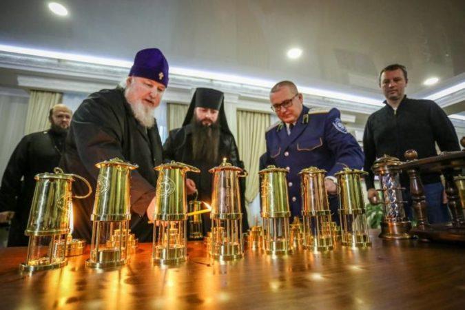Благодатный огонь из Иерусалима прибыл в Ставрополь