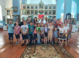 Ребята из школьного лагеря посетили сельский храм