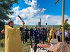 Поклонный крест освятили на въезде в хутор Верхнеегорлыкский