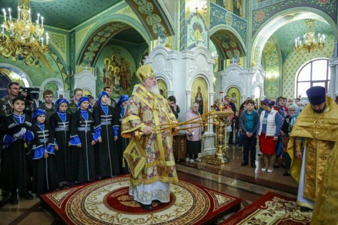 Митрополит Кирилл возглавил Божественную литургию во Владимирском соборе