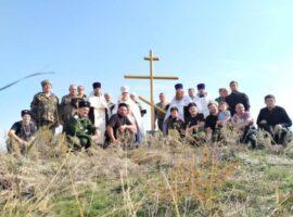 Поклонный крест установили на месте разрушенного хутора