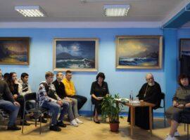 Священник встретился со студентами в праздник Покрова Богородицы